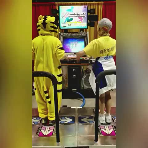 first time in a VERY long time that I heard #caramelldansen haha #cosplay #convention #DDR #dancedancerevolution #iwatobiswimclub #anime