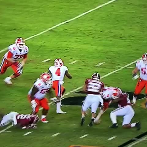 This Alabama D has Watson spinning like a 🚁😳 #RollTide