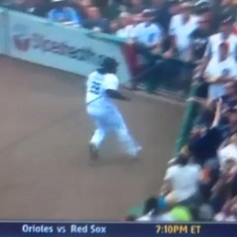 Prince Fielder steals a fans nachos vine