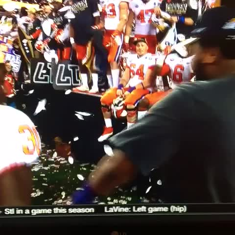 Clemson celebrating the #nationalchampionship with some sweet dance moves #ALLIN