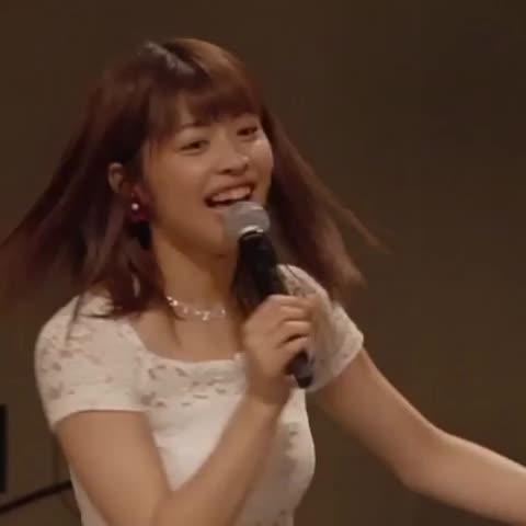 金澤朋子さんのインナー姿
