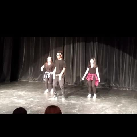 S/o to the girls💃 #singer #yyc #dancing #drake #onedance #popping #views #love #breaking #skills #freestyle