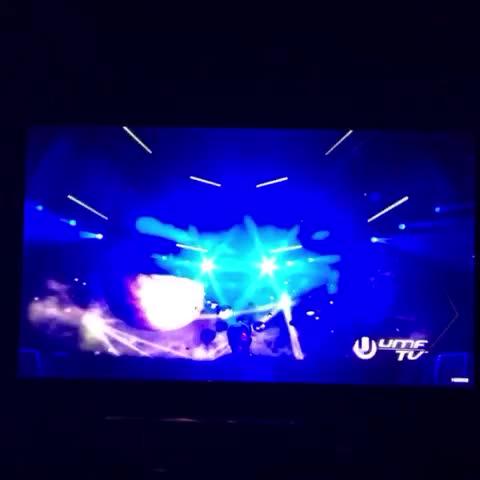 #HARDWELLL  needs to drop Mad World real soon #umf #ultramusicfestival #EDM