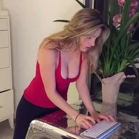 That one friend in the group that doesn't have big boobs w/ Alissa Violet, Amanda Cerny Video Thumnbail