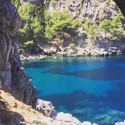 Vine by George Grigalashvili - What a spectacular views! But its whay too hot 🌡😥🌞🔥