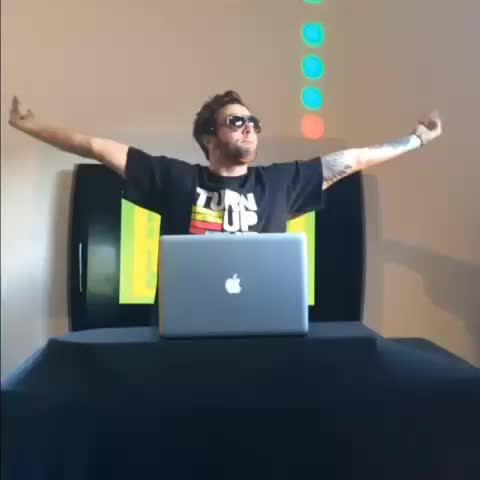Kc Jamess post on Vine - What DJs are actually doing - Kc Jamess post on Vine