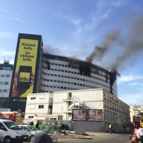 Thibaut Lehuts post on Vine - Incendie à la maison de Radio France - Thibaut Lehuts post on Vine
