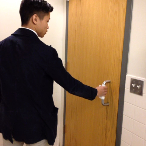 Different ways how I open the bathroom door w/ Nathaniel #germaphobeprobs - Nampaikids post on Vine