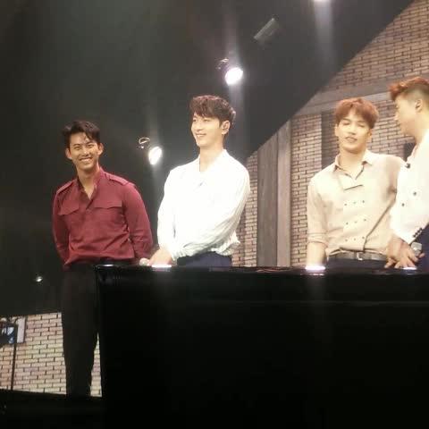 พี่แทคล้วงน้องชานน แอร๊ยย!!  #2PM #2PMFanMeetingInBKK #TaecYeon #chansung - Vine by Faii-HOTTeST - พี่แทคล้วงน้องชานน แอร๊ยย!!  #2PM #2PMFanMeetingInBKK #TaecYeon #chansung