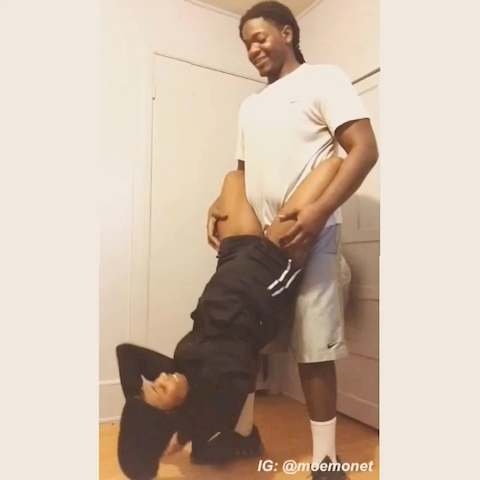 moemonets post on Vine - Vine by moemonet - Couple sit-ups and squats 😩😩 #couples #fitnesscouples #fails #ebonyfitness #workingout #snowday #homeworkoutfail #donttryeverythingonvine