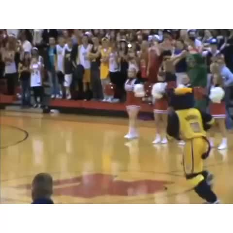 HYPEs post on Vine - Boomer the mascot breaks the backboard at halftime🏀🔥 - HYPEs post on Vine