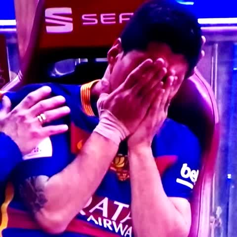 Vine by Yener1907 - Luis #Suarez is crying on the bench after being injured! #CopaDelRey #Final #FCBSEV #FCBSevilla #FCBarcelona