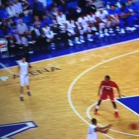 Mr. Blondes post on Vine - And the #kentuckywildcats are rolling now.  Devin Booker to Dominique Hawkins #kentuckybasketball #bbn - Mr. Blondes post on Vine