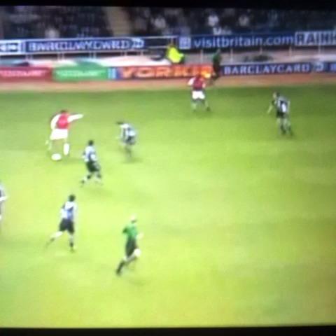 Vine by best soccer skills - Dennis bergkamp #leagend #arsenal vs #newcastle #soccer #football