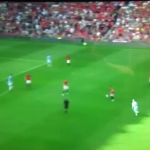 5 years ago today, Michael Owen scored this memorable goal! What a day #MUFC #MANUTD - FOLLOW OUR TWITTER @ManUtds_Newss post on Vine