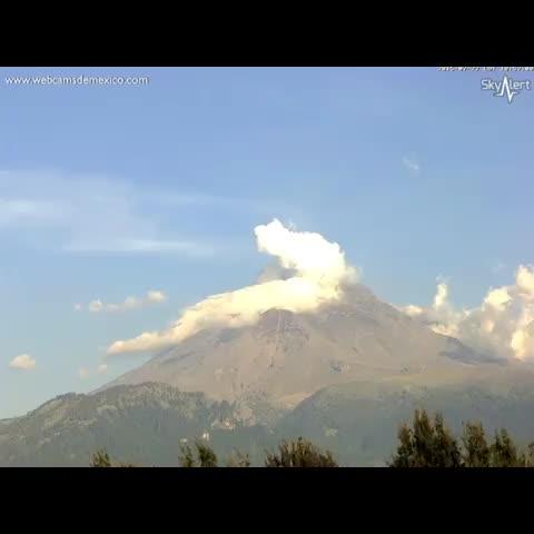 Vine by WebcamsdeMexico - Espectacular explosión del Volcán #Popocatépetl 27 de julio 2015 a las 18:58