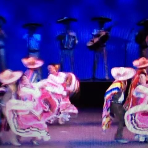 Baile mexicano moderno. - MikeAvilaCs post on Vine