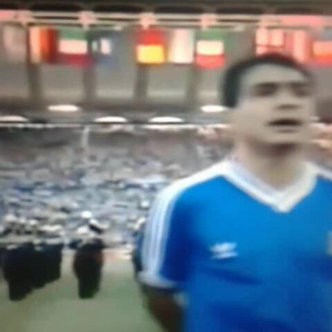 Rodrigo Salvadors post on Vine - Maradona explotó contra los pitos al himno en la final de Italia 1990 #CiudaddeGol #WorldCup #mundial2014 - Rodrigo Salvadors post on Vine