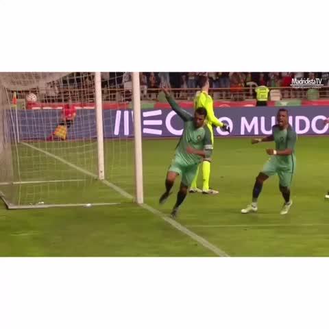 Vine by Fútbol Vines - Cristiano Ronaldo 🇵🇹  Follow Me For More❗️  #SH7 #TheZone