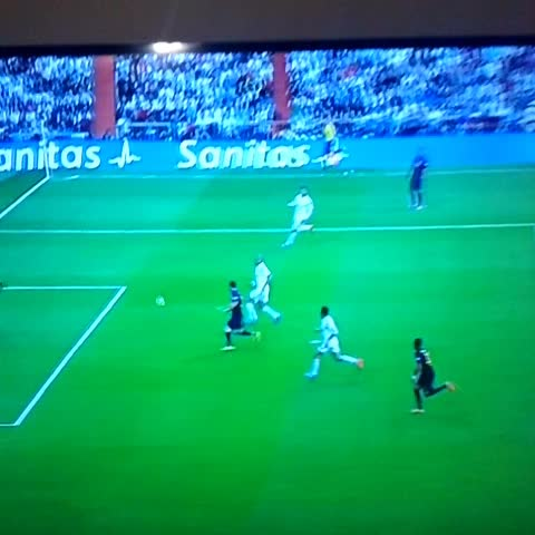 FatihMehmetİSTs post on Vine - #elclasico #messi vs #casillas - FatihMehmetİSTs post on Vine