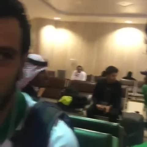 Vine by حسين العمري - عمر السومة يطلبكم:  نبي نشوف الملعب FULL يوم الاربعاء