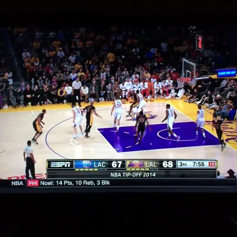 Kobe reverse layup. How old is this man! - Steve Noahs post on Vine