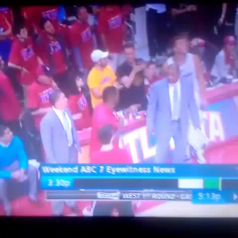 Did anyone else peep Blake Griffin pouring water on this dude? Lmaoooooo - HEELMitchells post on Vine