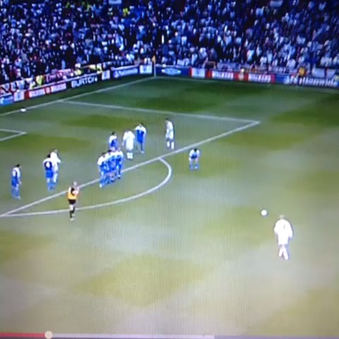 David Beckhams freekick against Greece!! One of my favorite goals of all time ⚽ - Soccer Machines post on Vine