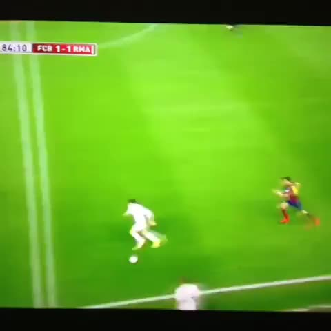 Stunning goal by Gareth Bale vs Barcelona! Follow @Footy_Vines on Twitter! - Footy Viness post on Vine