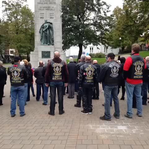 Impromptu singing of O Canada at Halifax cenotaph - Julia Wongs post on Vine