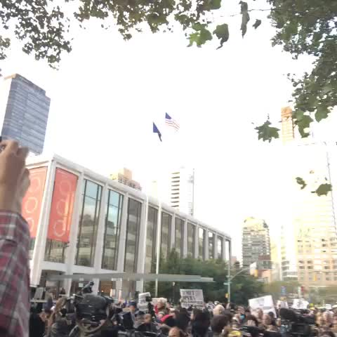 """""""Shame on the Met"""" yell protesters outside #Klinghoffer opera - Emily Frosts post on Vine"""