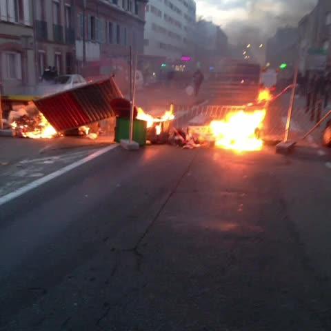 Fabrice V A L E R Ys post on Vine - Barricade en feu avenue de Grande Bretagne.  #LT #toulouse #sivens - Fabrice V A L E R Ys post on Vine