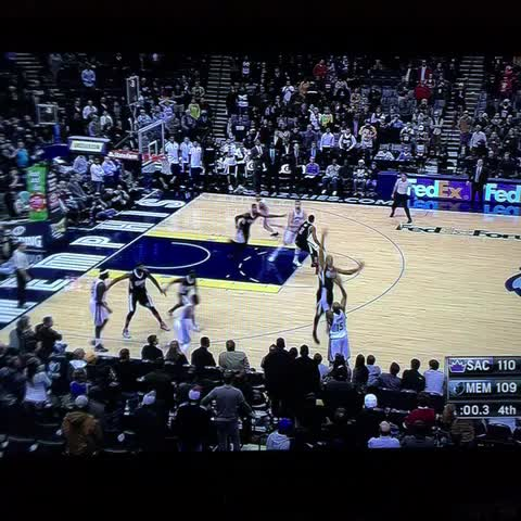 This is how the Grizzlies beat the Kings with 0.3 seconds left in the game. Unreal. - Steve Noahs post on Vine