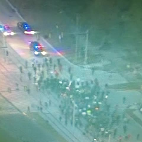 #Houston police are escorting this #Ferguson protest march which is now passing U.H. #KHOU - The Bishops post on Vine