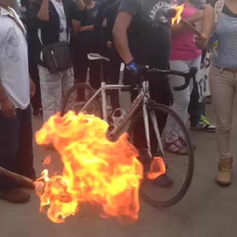 laondaoaxacas post on Vine - Video: Con antorchas sale la marcha de CU al zócalo #precaucion #Oaxaca #twitteroax - laondaoaxacas post on Vine