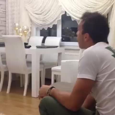"""Fernando Muslera küçük hayranını çalıştırıyor. :""""Uuuu inanılmaz çıkarttı"""" - Vine by Galatasaray Stats - Fernando Muslera küçük hayranını çalıştırıyor. :""""Uuuu inanılmaz çıkarttı"""""""