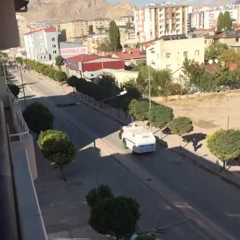Serdar – #acab #KobaneDireniyor polis halka küfrederken. izle