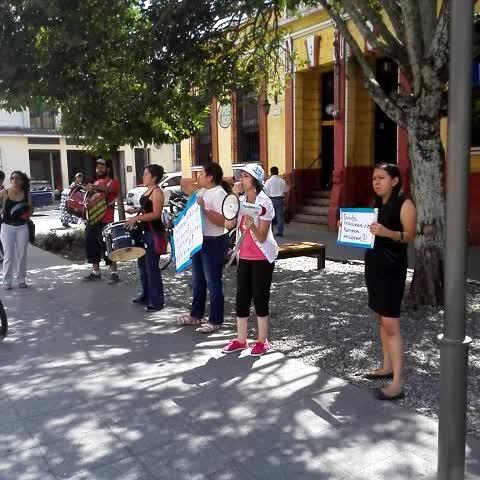 Vine by Edwin Pitán - Frente a sede del TSE un grupo de ciudadanos pide suspensión de elecciones generales.