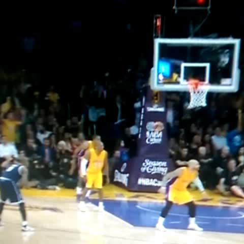 Vine by BBALLBREAKDOWN - How Not To Box Out, by Kobe Bryant #Lakers