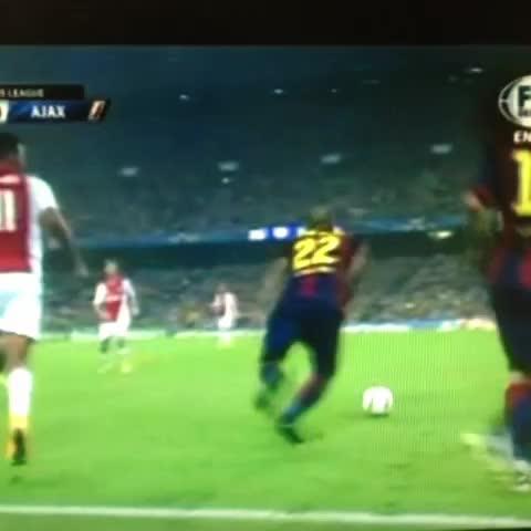 LuisMiguels post on Vine - #Messi y su caño - LuisMiguels post on Vine