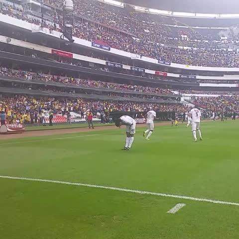 Vine by Televisa Deportes - Ronaldinho festeja su segundo de la tarde #SerAguilaEs