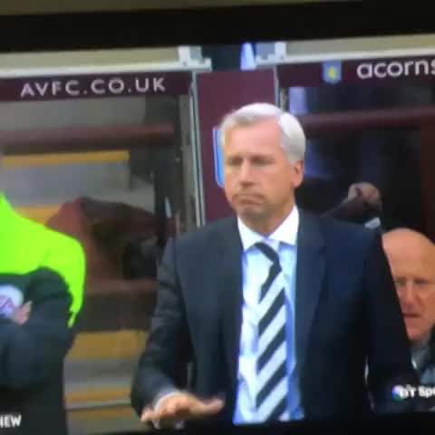 Vine by Follow @FootyHumour on Twitter - This is the man who has ended Chelseas unbeaten run