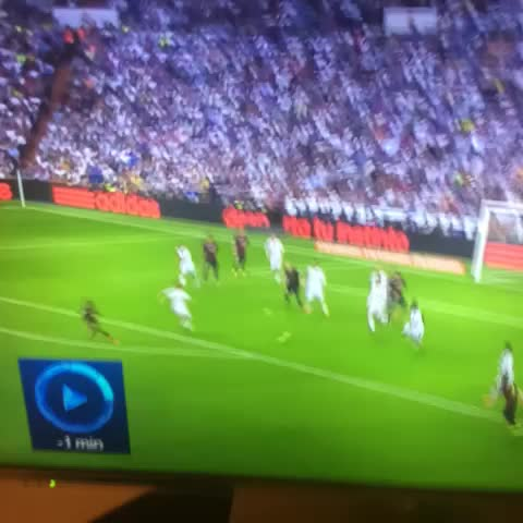 Showboat Viness post on Vine - Karim Benzema makes it 3-1. Great counter attacking goal!… #ElClasico - Showboat Viness post on Vine