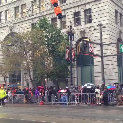 #sanfrancisco Market Street filling up with #sfgiants fan for #WorldSeries victory parade. 3 hours to go. Light rain. - Bob Redells post on Vine