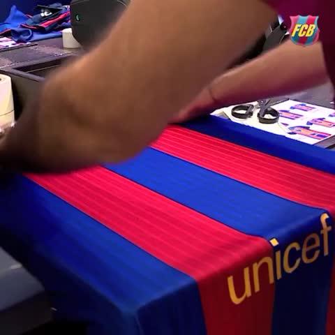 Vine by FC Barcelona - 👋 Welcome/Bienvenue/Benvingut/Bienvenido Lucas Digne #VineFCB #DigneFCB