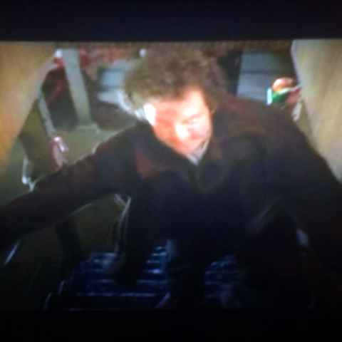 "Austin Miles Geters post on Vine - Everytime I see this scene on ""Home Alone"".... I feel the pain. - Austin Miles Geters post on Vine"