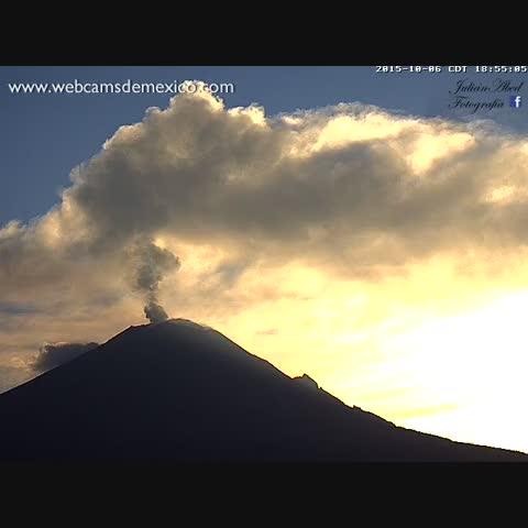 El Volcán #Popocatépetl esta tarde 6 de octubre 2015. ¡Espectacular! - Vine by WebcamsdeMexico - El Volcán #Popocatépetl esta tarde 6 de octubre 2015. ¡Espectacular!