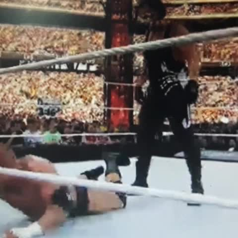 Vine by Depor.pe - Shawn Michaels evitó el triunfo de Sting sobre Triple H. #WrestleMania