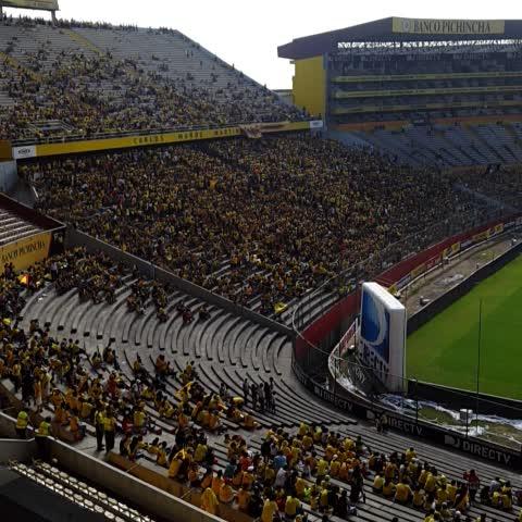 Vine by Unidos por Barcelona - Comienza a llegar público al estadio Monumental. La general sur con mucho público.