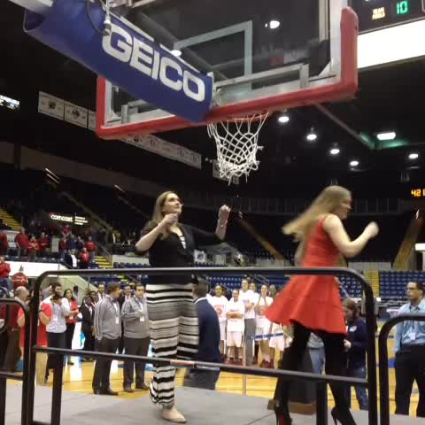 .@CoachErin13 cuts down her piece of the @Marist #RedFoxes net from the #MAAC14 tournament hoops. #maachoops - Sean McManns post on Vine
